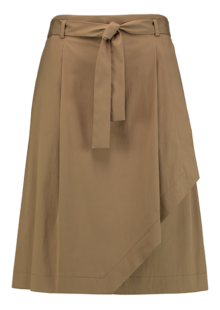 Midi skirt with khaki belt